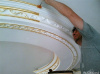 Шлифовка, шпатлёвка, грунтовка,окраска полиуретановых элементов на потолоке
